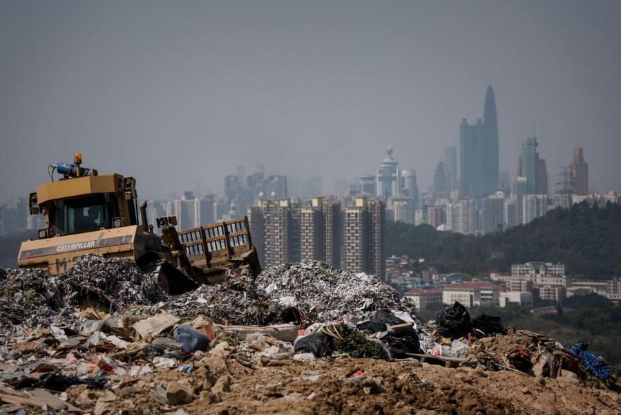 為配合垃圾徵費,政府會在二○一九至二○財政年度先增撥約三億至四億港元作前期準備工作。