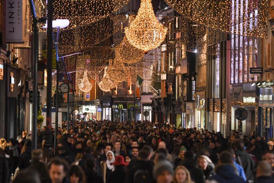 有調查指,近六成本港受訪者預期聖誕消費額度將按年增加百分之十至一倍不等。