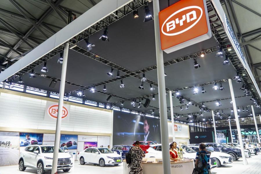 比亞迪發布二○一九年一月銷量快報,新能源汽車銷量累計同比上漲了二點九倍。