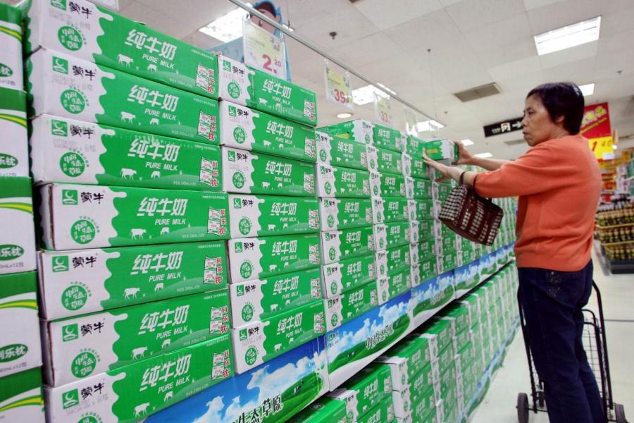 中美貿易戰陰霾下,內需消費股成資金避難所,吸引資金持續流入。
