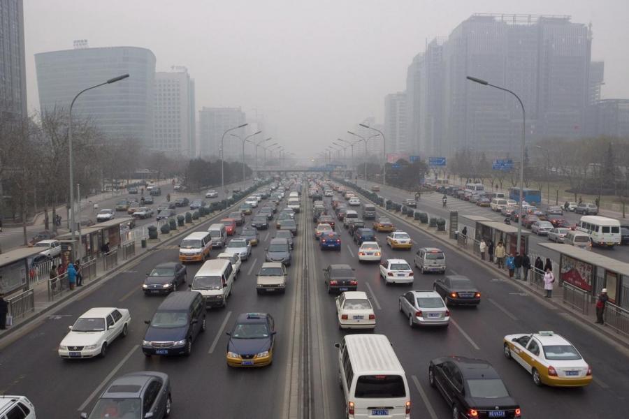 中央正研究停止生產及銷售傳統能源車的時間表,務求加快汽車生產商轉型生產電動車。