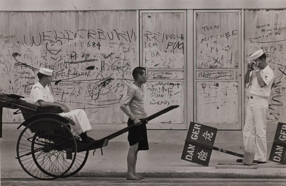 「香港影像 · 兩代觸覺 — 邱良 · 李家昇」展覽在6月6日至25日於香港蘇富比藝術空間舉行,展出約50幅邱良親手沖印及簽名、原攝於六十年代的罕有黑白攝影作品,以及約30幅李家昇近年以香港城市為題的黑白和彩色作品。