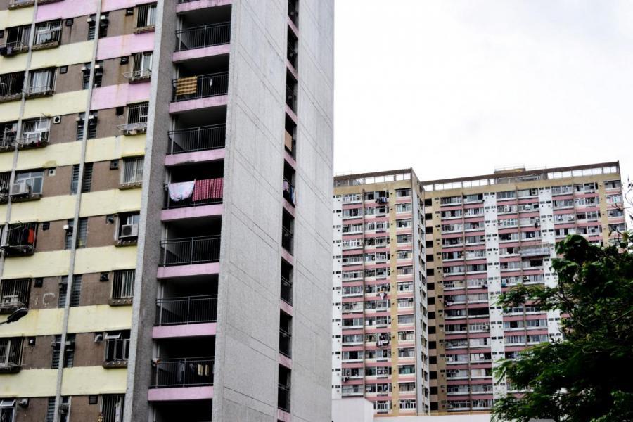提供誘因公屋租戶變業主,「創貧」變「創富」。