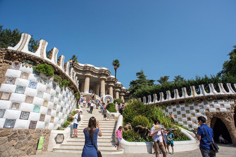 高第設計的奎爾公園,當年為失敗的創作,如今卻甚受歡迎。