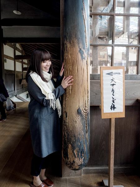 寺內有一根古老木棒,據說摸一摸可以令煮食的手藝更好。