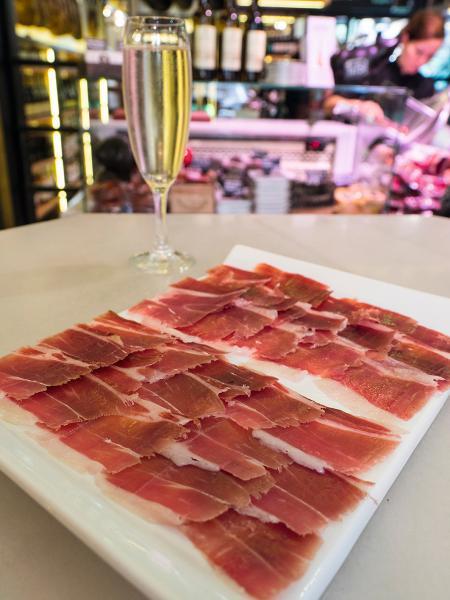 店內可以即點即吃,並配上白葡萄酒、汽酒或Rose來嘗。
