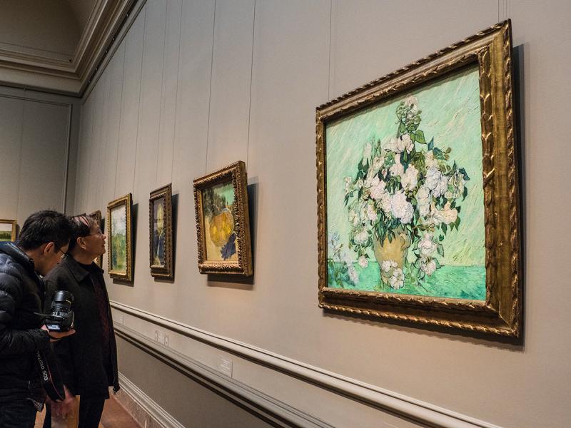 一連幾幅梵高的作品真跡,吸引不少人專誠來看。