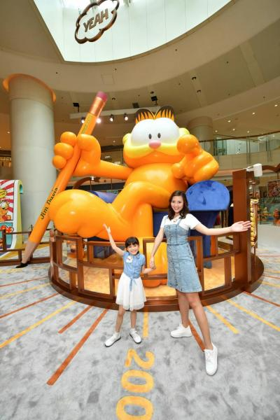 5米高的巨型加菲貓成為了全場焦點。