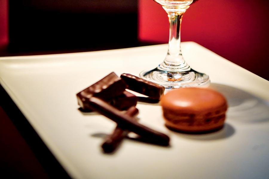 La Maison du Chocolat 同屬法國的高級品牌,其創立人Robert Linxe更有「朱古力巫師」的外號。