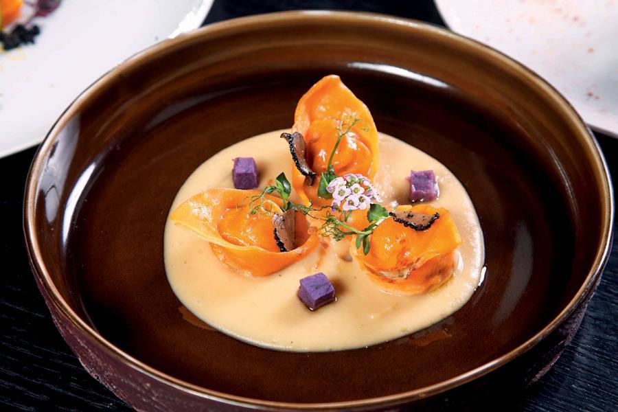 Silvia的限定菜單菜式—白松露薯仔意式餛飩配青醬及迷迭香。