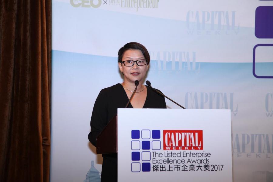 《資本壹週》總編輯劉若文小姐致歡迎辭,祝賀各得獎上市公司,並分享是次典禮的意義。