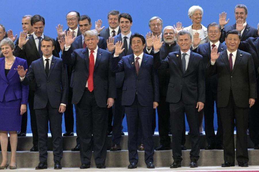 特朗普(左三)希望在下月舉行的G20峰會上與習近平(右一)會晤。