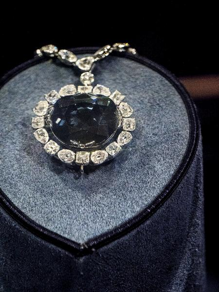這顆正是曾受咀咒的希望之鑽石。
