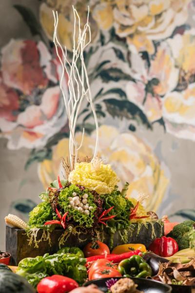 花團錦簇:由法國花藝師精心設計,立體地呈現出蔬菜的美態,想不到一個本來平平無奇的菜盤,竟然可以變得如此優雅。