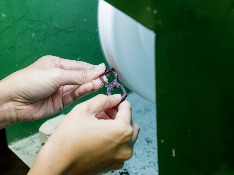製作膠框眼鏡其中一個工序是需要拋光打蠟,在體驗中可自行試試。