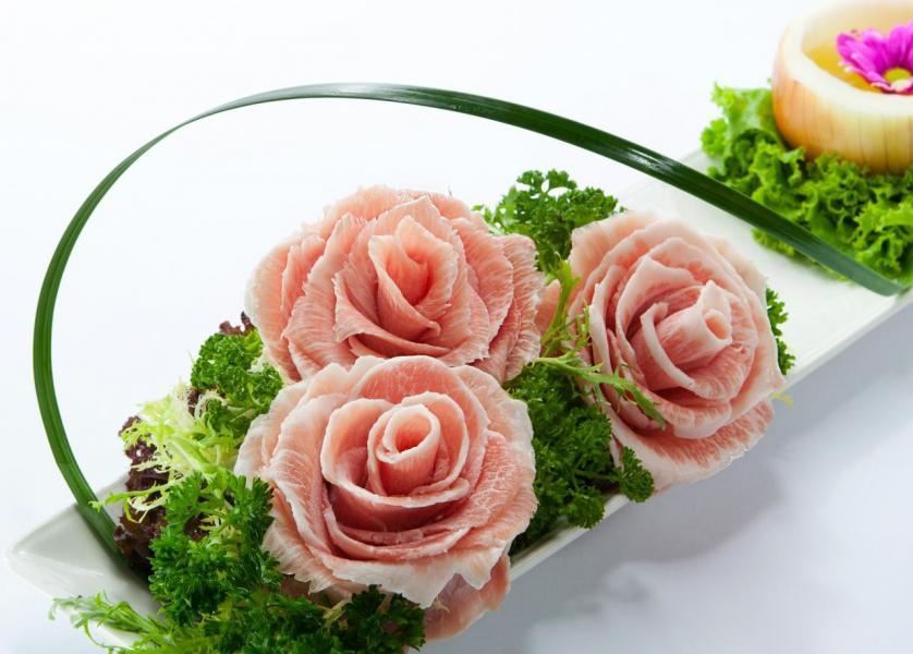 玫瑰松板:賣相猶如盛開著的玫瑰一般,讓人嘆為觀止。松板豬肉片的脂肪分佈平均,肉質嫩滑,入口即溶。
