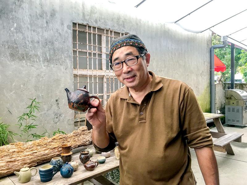 在「神農青舍」中,遇見一位專作陶瓷製品的藝術家。