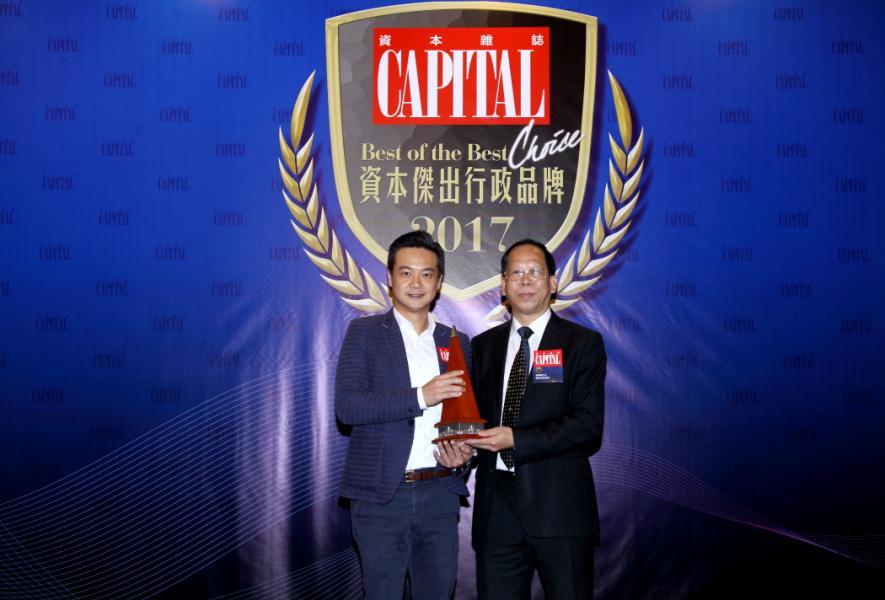 [資本傑出媒體資訊傳播服務代理商]: Mindstec Asia Limited,由觀塘區議會議員葉興國先生 MH, JP(右),頒發獎項予Mindstec Asia Limited 東北亞地區總經理黃偉錩先生(左)。