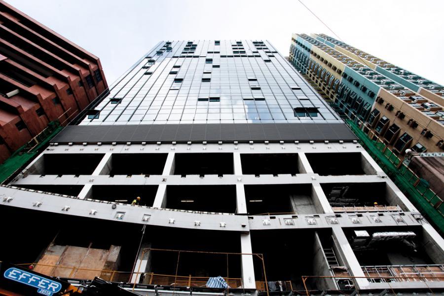 中國船舶重工集團以約2.59億元購入項目頂層複式戶及物業命名權,呎價創西九龍商廈新高。