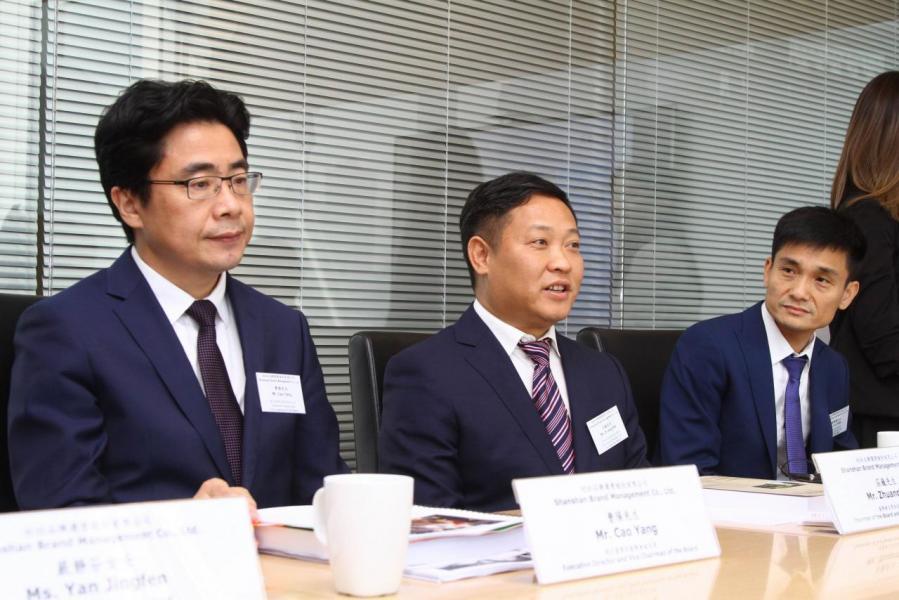 杉杉品牌計畫在六月二十七日於主板掛牌上市,東興證券(香港)為是次上市計畫的獨家保薦人,圖中為董事會副主席曹陽。