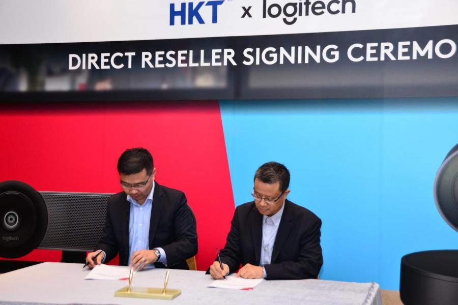 Logitech 與香港電訊建立合作夥伴關係,Logitech 全球副總裁及大中華區董事總經理蔣志興先生(左)及香港電訊商業客戶業務中國市場高級副總裁黃啟光先生(右),正式簽署合作協議。