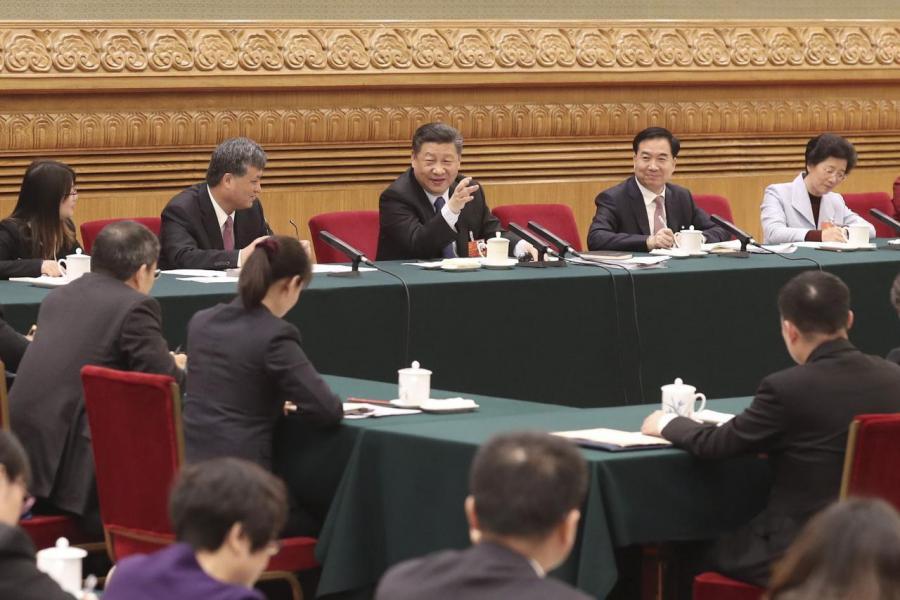 廣東省委書記李希(右三)及省長馬興瑞(左二)緊隨「習核心」領導。