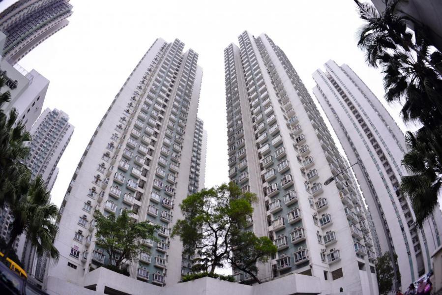 私樓價格居高不下,首季二手私宅平均登記額更首度突破800萬元。