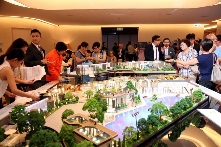 眼見樓價愈升愈有,不少市民加緊入市步伐。