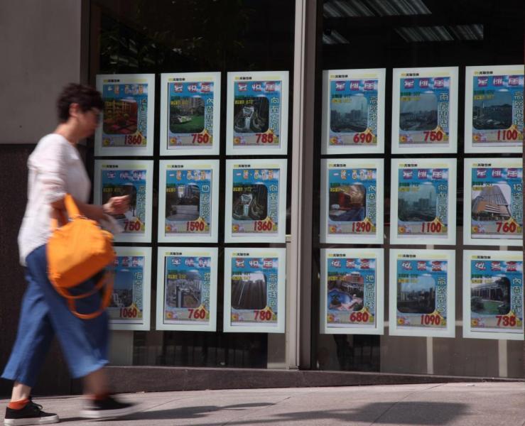 受地王效應影響,近日二手屋苑相繼出現反價封盤潮。