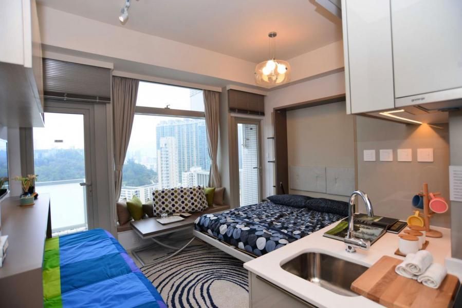 開放式單位若睡房與客廳不分的話,可以用布簾相隔來改善風水。