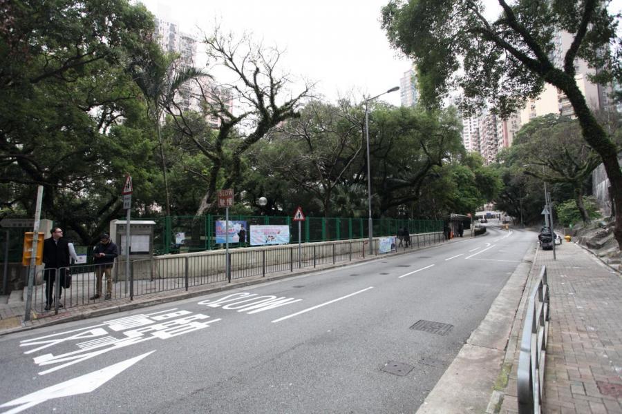 項目附近有多條巴士及小巴路線途經,整體交通亦算方便。