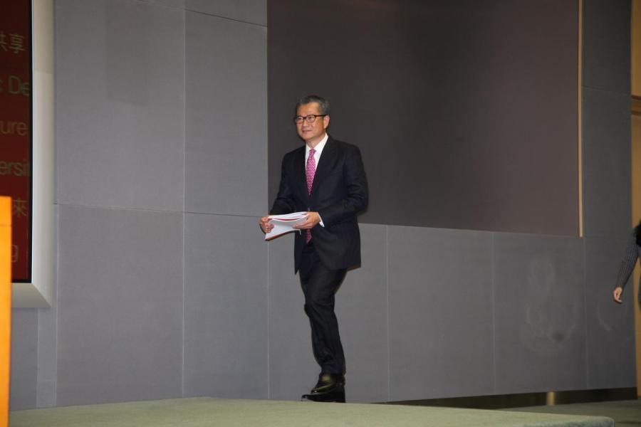 陳茂波指出,首季置業供款佔市民收入比重仍高達69%,明顯超出市民負擔能力。