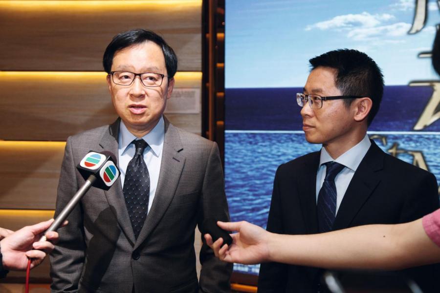 雷霆(左)稱,新一期匯璽有機會下半年推出。