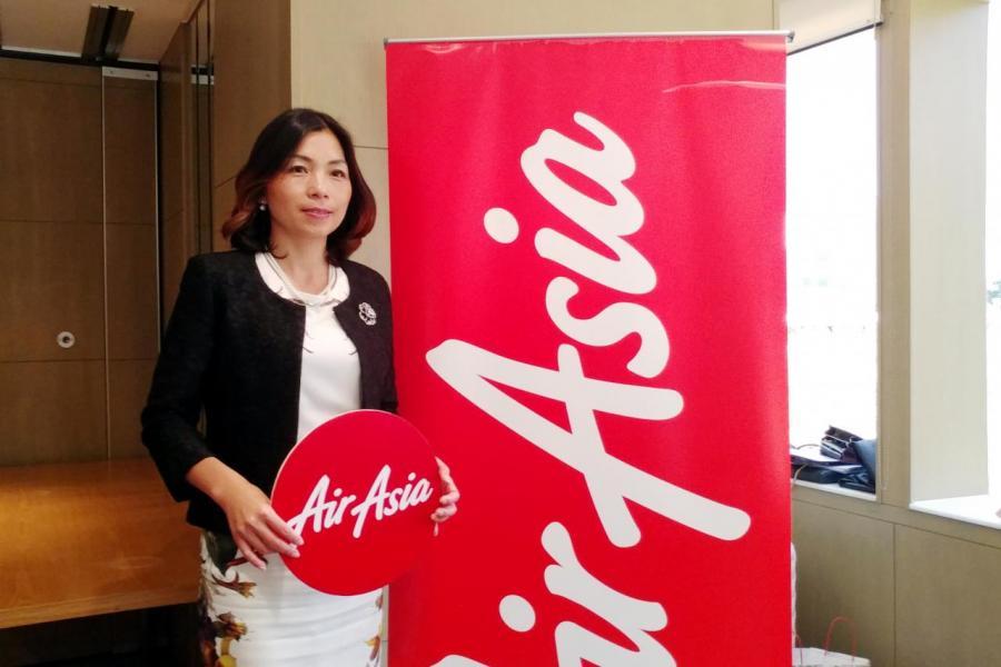 亞洲航空港澳地區行政總裁劉小媛透過,新訂的飛機會換上較輕的座位,可以減省燃油費用。