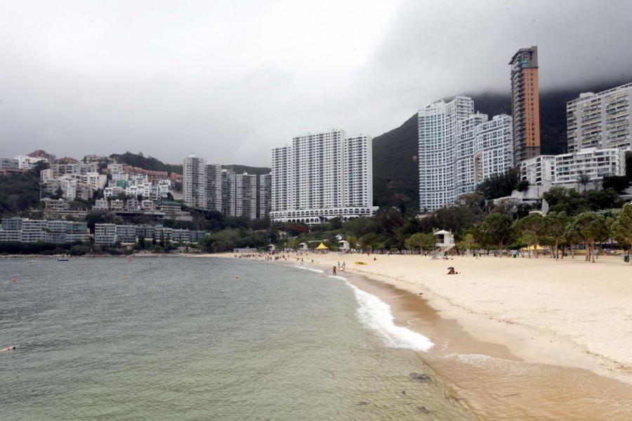 項目附的物業樓層大多不高,故每幢洋房均可望淺水灣泳灘景致。