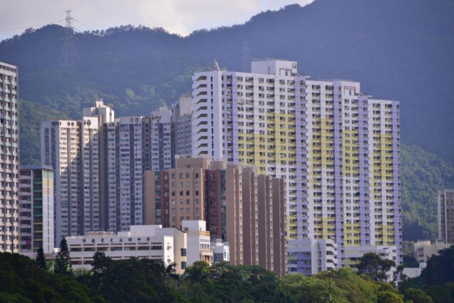 現時公屋有76萬住宅,估計當中最少一成是公屋富戶。