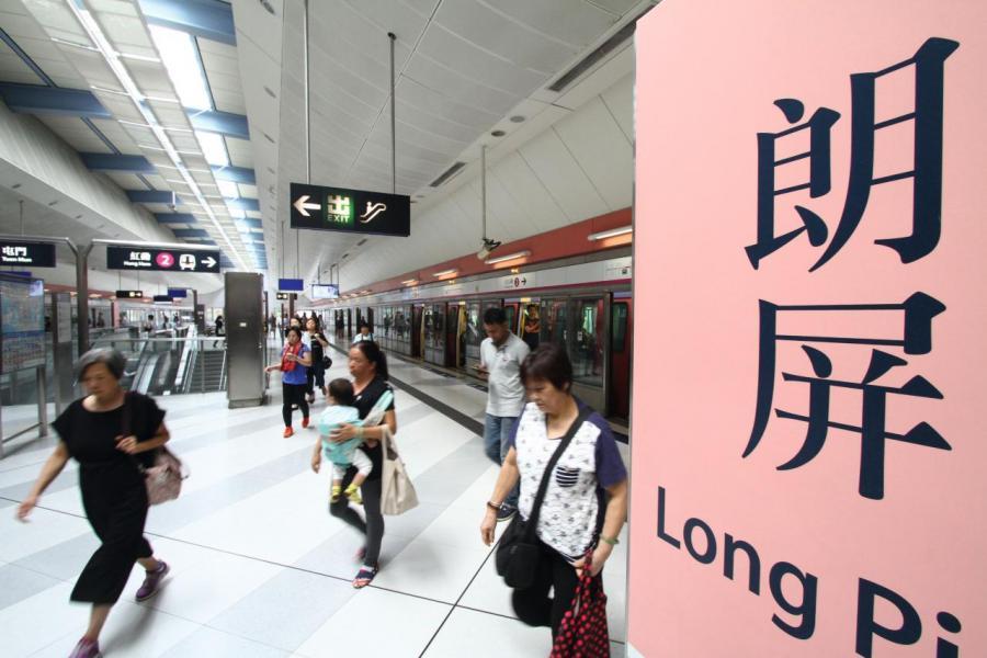 項目與港鐵的接駁有蓋行人天橋的步程僅需3.42秒。