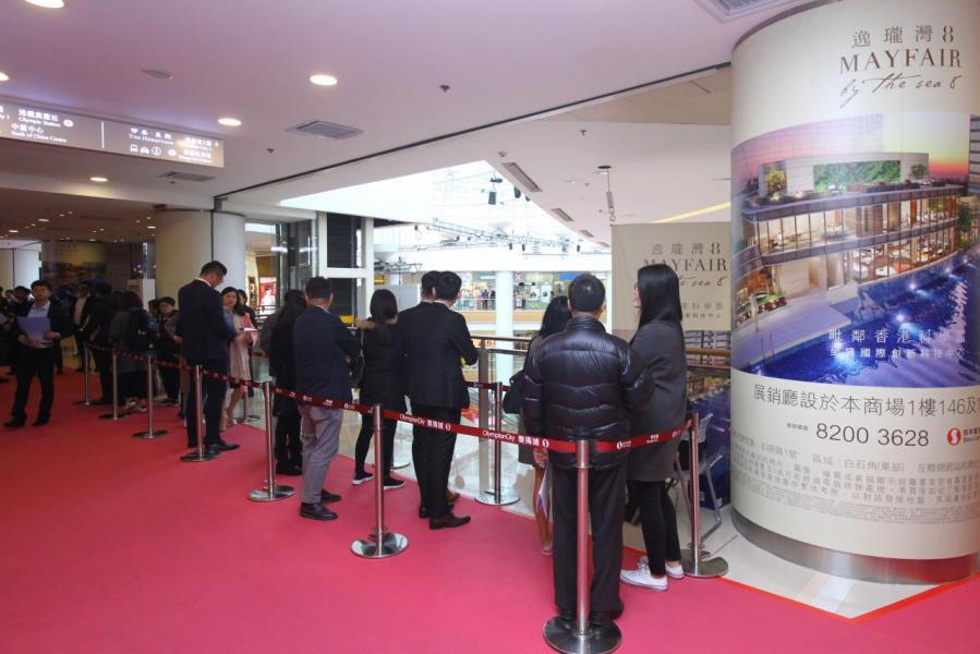 樓盤於奧海城二期設有示範單位,吸引不少潛在客戶參觀。