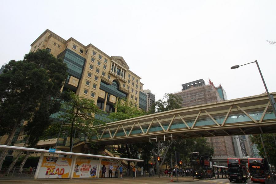 樓盤鄰近政府圖書館及維園,加上鄰近多民生舖,生活配套完善。