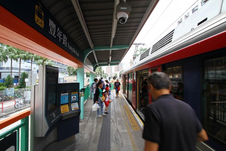 由樓盤至最近輕鐵站要十多分鐘步程。