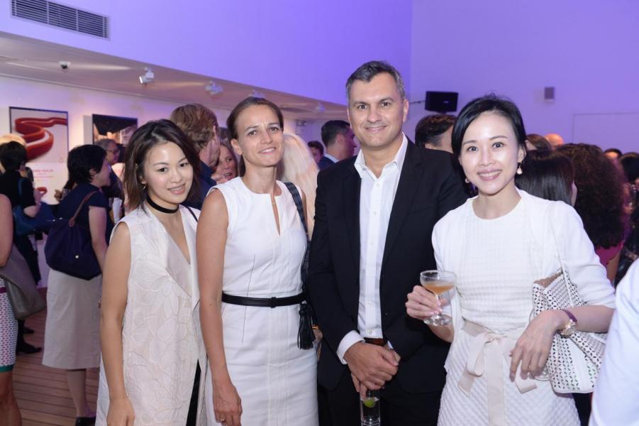 (左起)郭凱嘉、法國工商總會主席Rebecca Silli、LVMH Fashion Group主席Damien Vernet及香港保護兒童會籌款委員會主席周瑋瑩