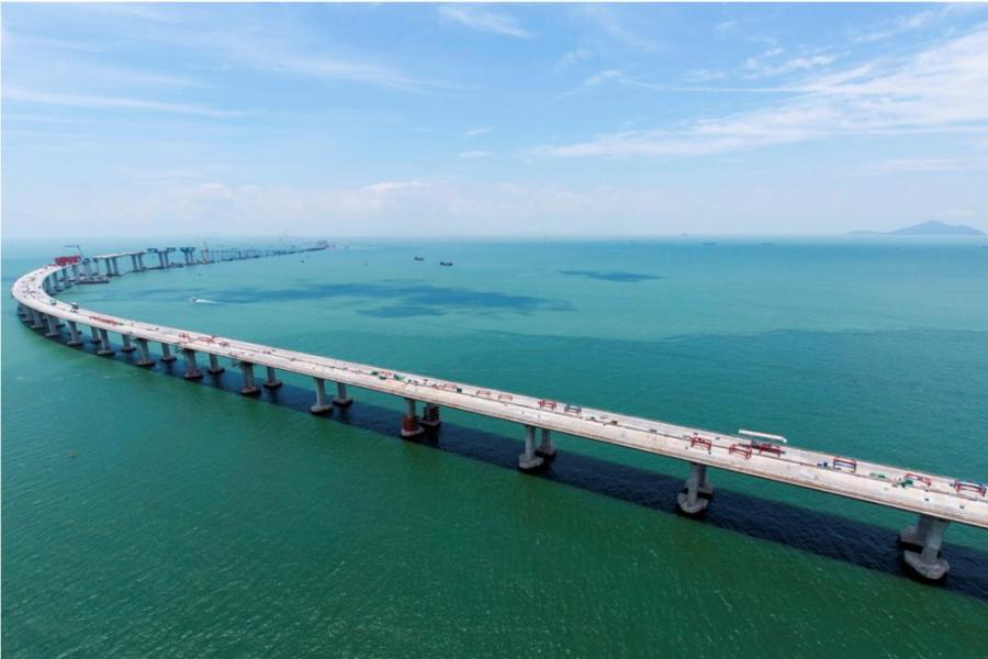 已逐步將從其船隊從港珠澳大橋專案重新分配,以支持預期於2023年落成的三跑項目及香港其他大型基建項目。