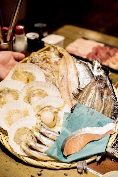 炉ばた煉瓦是釧路有名的爐端燒店,以不同海鮮放在爐上烤,非常惹味。