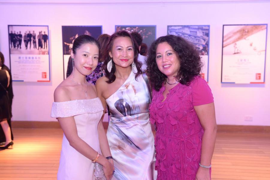 (左起)Kelly Tam、Anais Barclay及法國駐香港及澳門副總領事殷佩麗