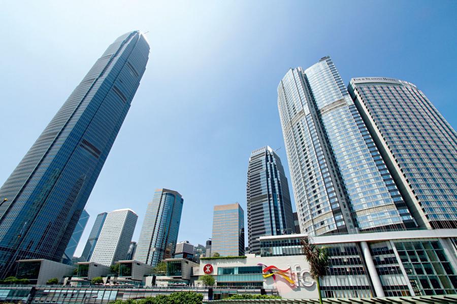 香港的優勢發揮在於香港是金融和經濟管理中心。