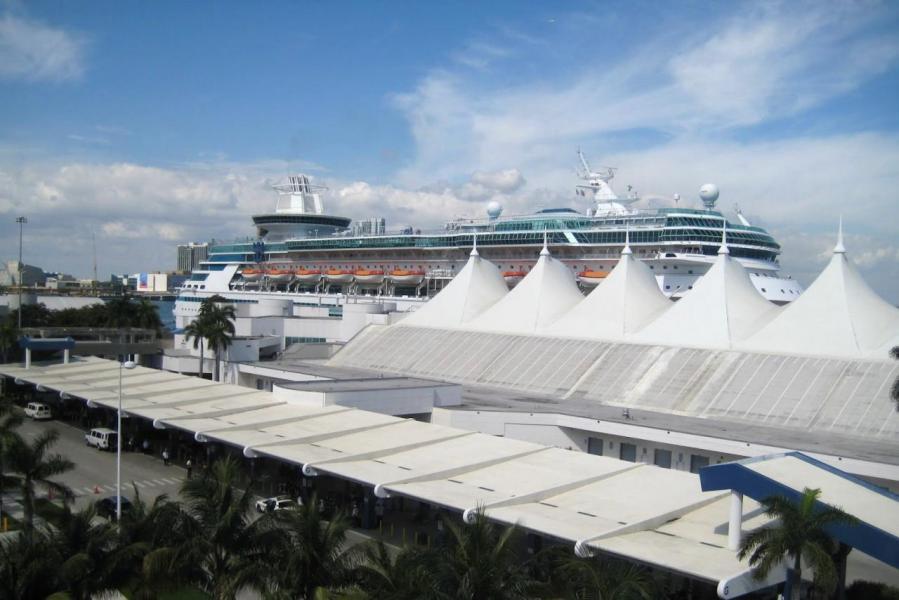 邁阿密是一個旅遊度假勝地,擁有優質郵輪港,全世界前三大的郵輪公司總部亦在當地設立。