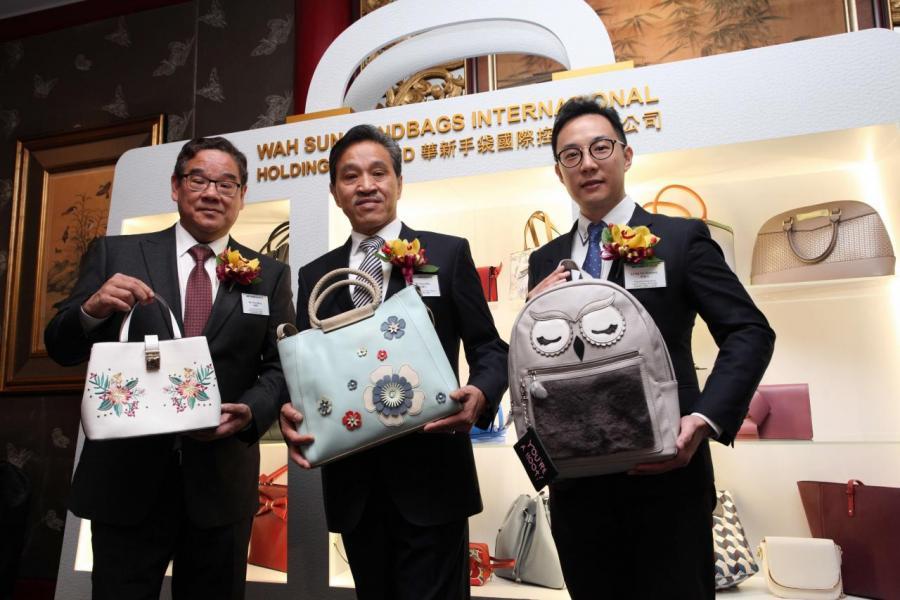 華新手袋行政總裁馬慶明(左)表示,相信美國仍須不斷在世界不同地方進行採購,暫未見有任何隱憂。