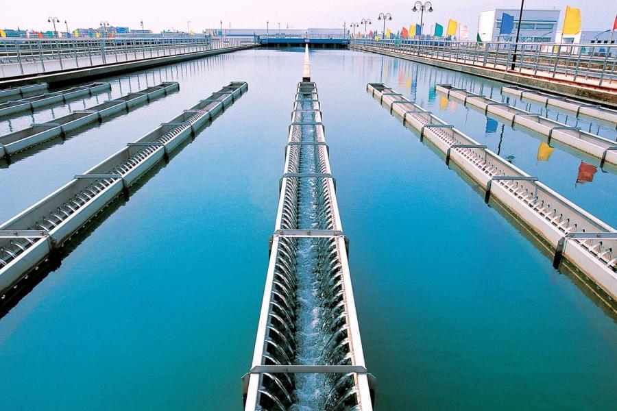 水價受到監管,長期保持較為平穩水準,提升空間有限,導致水務企業盈利性較低。