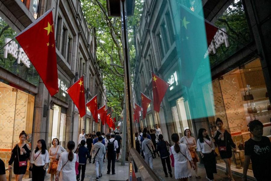 中國近年其實已努力拓展內需市場,相信這場貿易戰會加快這個轉型步伐。