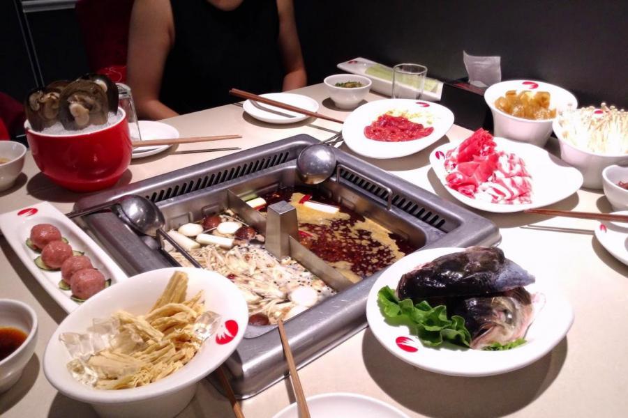 根據2018年中國餐飲業年報編制的資料,火鍋店的毛利率可高達49.55%。